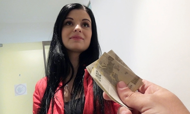 PublicPickUps: Alice Nice, Czech Gal Gets Picked Up