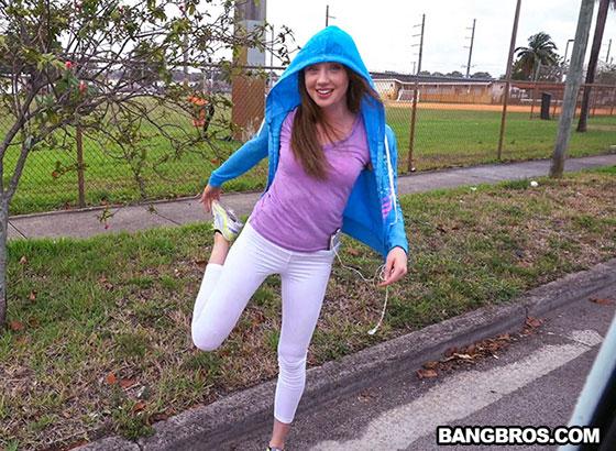 BangBus: Elena Kushka, Stretching Elena