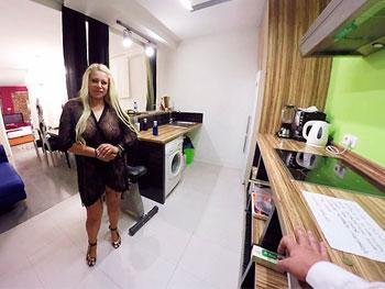 Fantasias VR: La señora quiere un servicio extra mientras su marido está de viaje