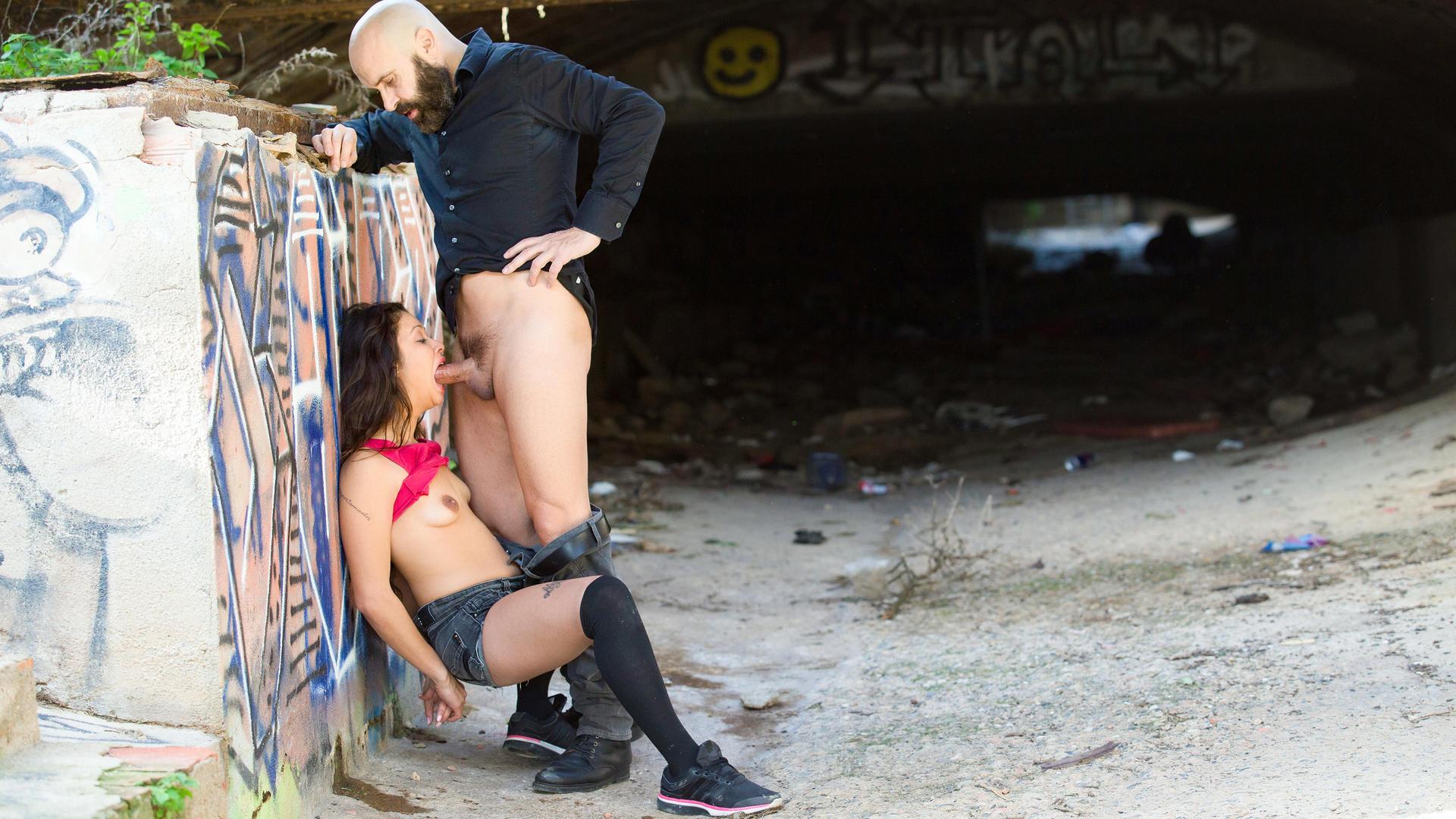 Sexo salvaje al aire libre con la colombiana Jade Presley