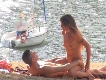 Fakings: Dogging en la zona nudista con Araceli la MILF. ¿Me puedes dar crema por favor?