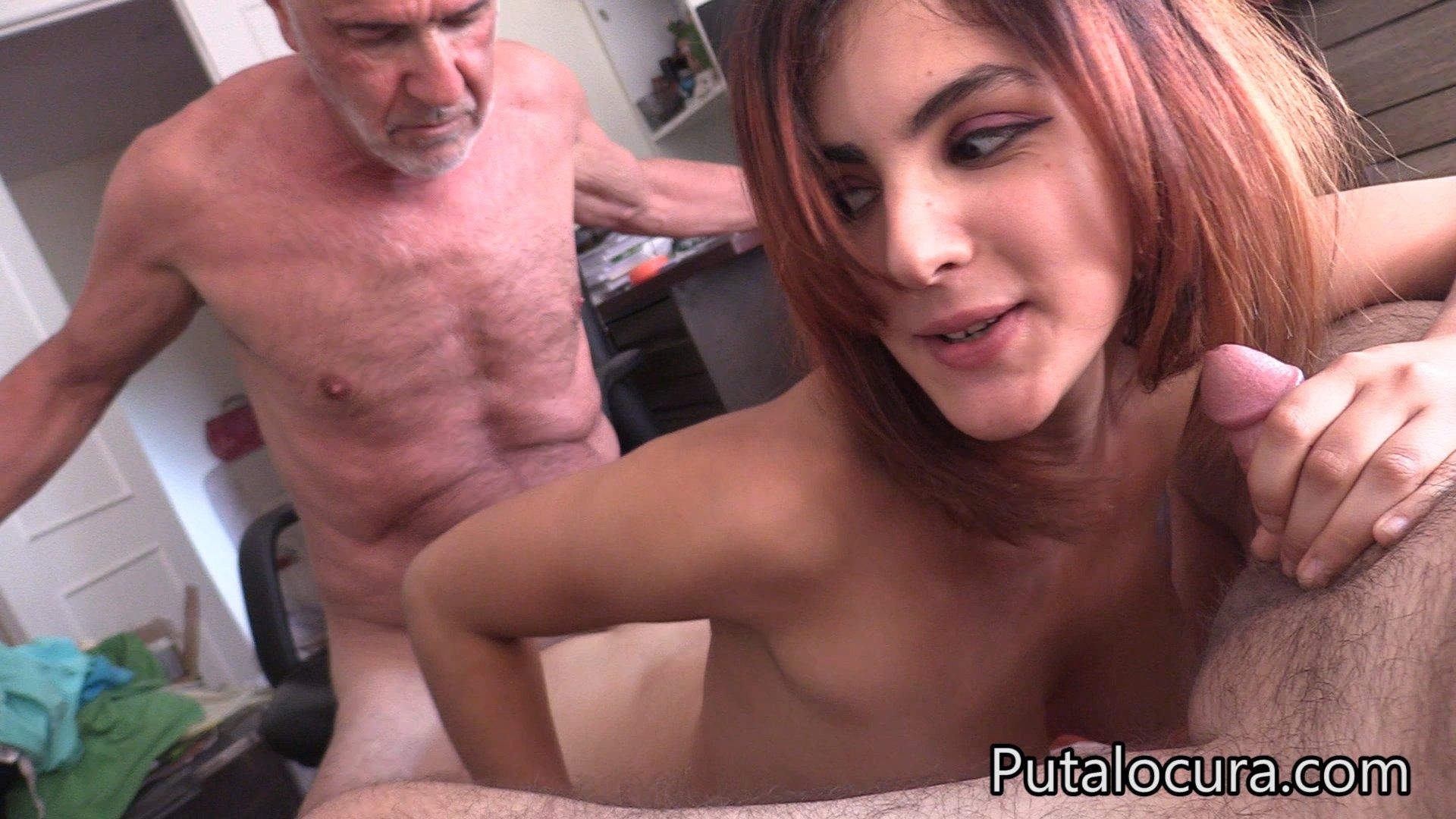 Putalocura: Claudia Sevilla Follando como zorra con torbe y un amigo viejo.