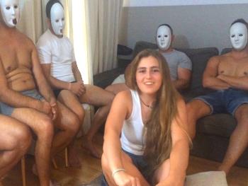 Pepeporn: Natalia se cruza medio pais para follarse a 5 tios. Las becerradas de Pepe
